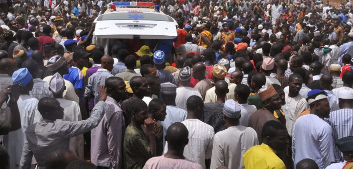 PIC 24. SYMPATHIZERS AT THE BURIAL OF THE CHAIRMAN, CHANCHANGI AIR LINE IN KADUNA (1)