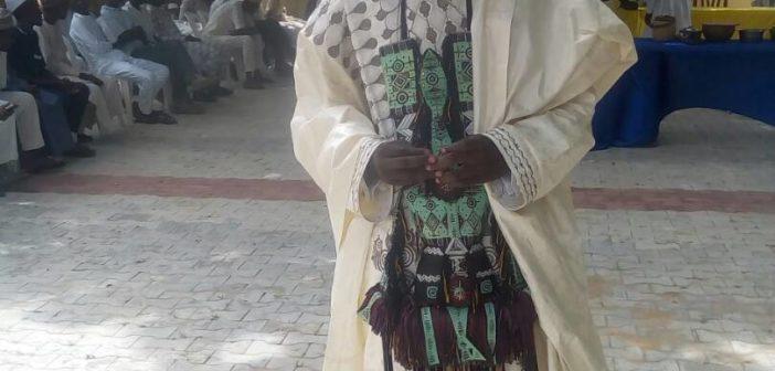 Shugaban Kungiyar Hausawan Afrika, tsaye a wurin taro.