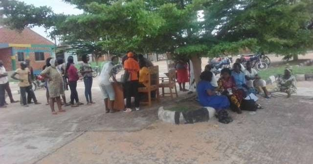 Displaced-victims-of-the-Benue-flood-being-registered-at-a-shelter-in-Makurdi