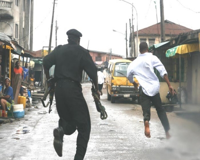 Police_officer_chase