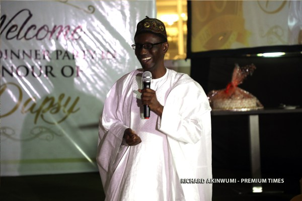 Mallam-Nuhu-Ribadu-paying-tribute-to-Dapo