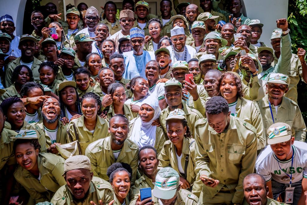 Buhari with Corpers