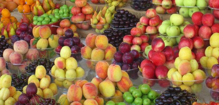 Piles of sweet fruit on offer at Baku's Taza Bazaar.