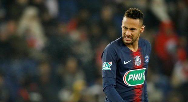 Neymar limping