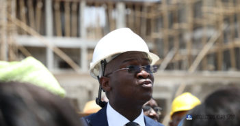 Fashola-speaking-during-the-inspection