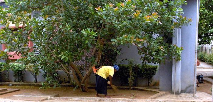 nigerian-woman-sweeping-dirt