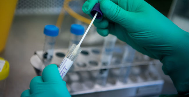 Doctor- corona-virus-test